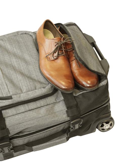 Fokka-laukussa on oma osastonsa kenkiä varten.