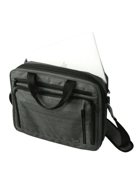Looks-laukut ovat tyylitietoinen ja järkevä valinta kun on oltava edustava. Looks Flexi -bisneslaukku on varsinainen tilaihme, jossa tavarat on helppo pitää järjestyksessä. Siinä on kaksi isompaa osastoa, joista toinen on pehmustettu tietokonetta varten sekä erillinen tablettitasku. Lisäksi laukusta löytyvät omat osastot johtoja ja latureita varten, useita vetoketjutaskuja, perinteinen pikkutavaroiden säilytysosasto, lenkki jonka avulla laukku kiinnittyy vaikkapa Fokka-vetolaukun kahvaan ja kaksi taskua matkapuhelimelle. Olkahihnassa on pituussäätö ja pehmuste ja lisäksi Flexi-laukussa on tilavuussäätö-vetoketju. Laukun väri on klassinen meleerattu harmaa, joka tarjoaa monta mahdollisuutta viimeistelyyn logomerkkauksin.