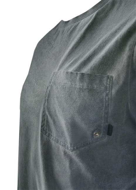 """Sumu-puuvillapaidassa on """"farkkutasku"""" rinnassa. Sitä koristaa pieni Original-niitti."""