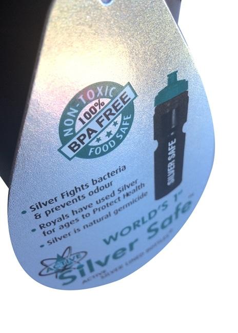 """Sisäpuolen pinnoite tekee materiaalista antibakteerisen, joten vesi maistuu raikkaalta eikä se """"tuoksu muoville""""."""