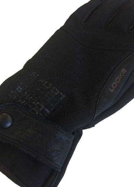 Lisää hanskaan oma logo laserkaivertamalla nahkaosiin tai varteen. Sen jälki voi olla matta tai kiiltävä - ihan toiveen mukaan.