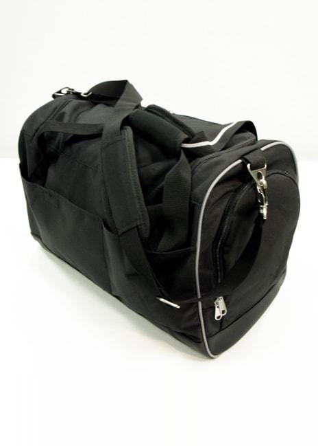 Laukusta löytyy useampi tasku pikkutavaroille.